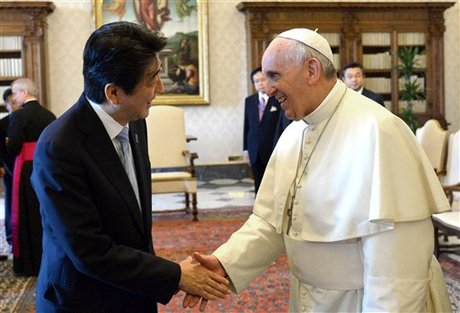 Japanese Prime Minister Shinzo Abe, left, and Pope Francis shake hands during a private audience at the Vatican, Friday, June 6, 2014. (AP Photo/Alberto Pizzoli, Pool)